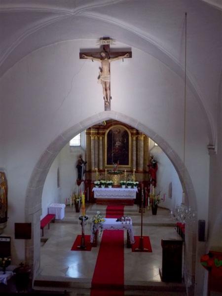 Kreuz vor dem Prespyterium