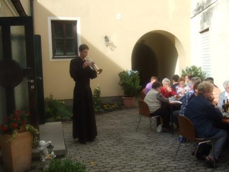 P. Florian Birle spielt am Senioren Oktoberfest