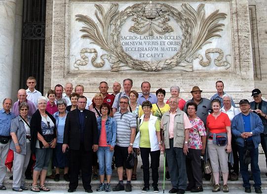 Die Pilger vor der Lateranbasilika