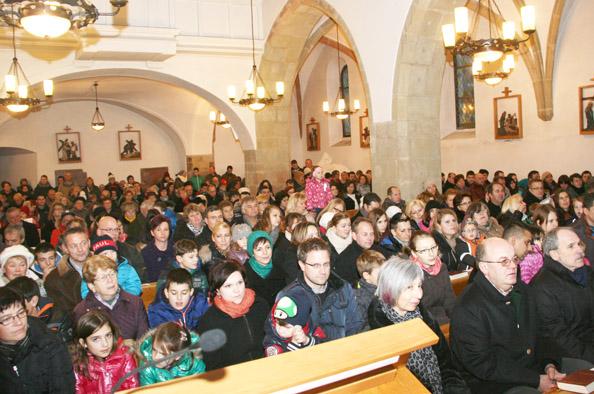 Volle Kirche bei der Kindermette