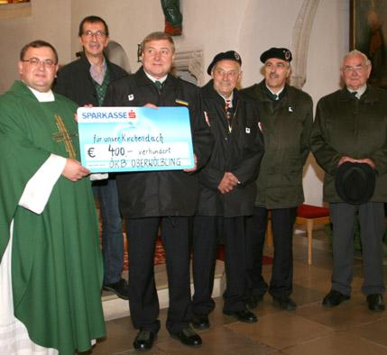 ÖKB überreicht Spendenscheck