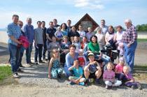 Dorfgemeinschaft von Brunn beim neuen Wegkreuz