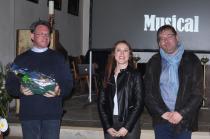 Pater Pirmin Mayer dankte Anita Hofmann und Adi Rodax im Namen der Pfarre